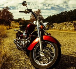 赤い大きなバイク
