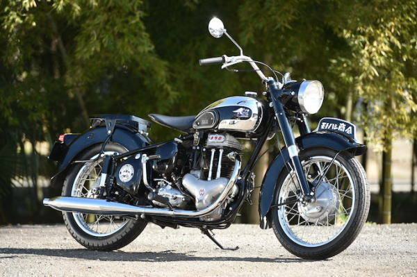 金属製のバイク
